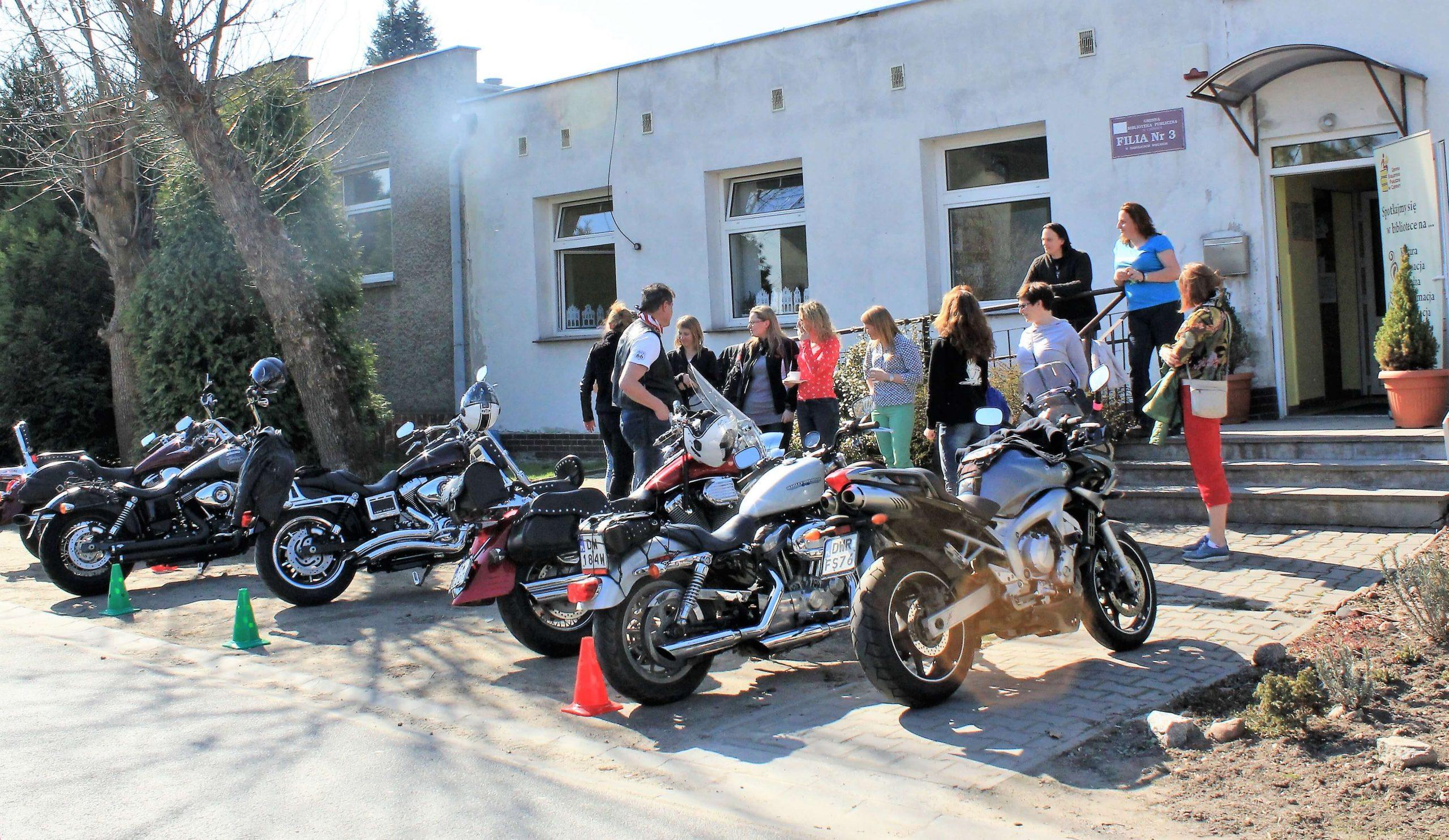 Motocyklistki zMoto Dolls