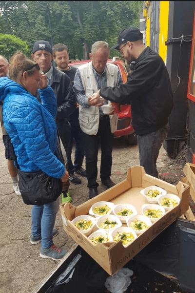 wydawanie posiłków wSercu Miasta
